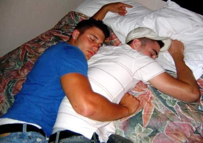 И спящий видео парень друг