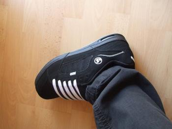 Kicks/Sneakers/Trainers